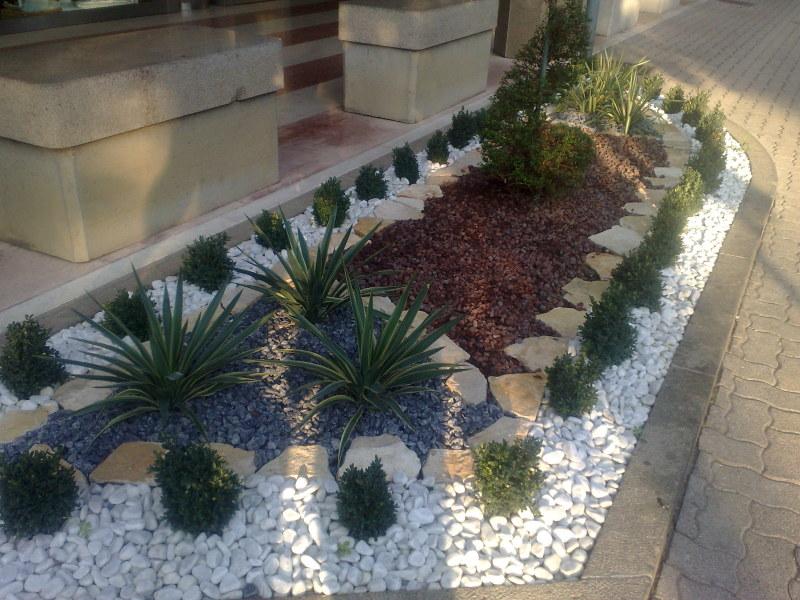 Alcuni giardini zen realizzati da noi with piccolo with for Allestire un giardino piccolo